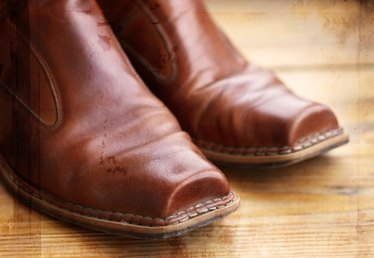 How do I Add an Elastic Gusset in Leather Boots?