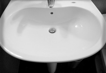 How to Clean Black Marks From a Porcelain Sink