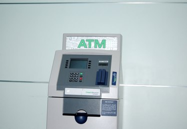 How to Withdraw Money From a Bank Account