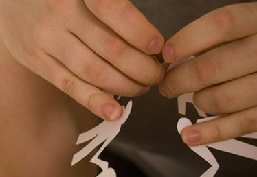 How to Make a Paper Garland With Scissors