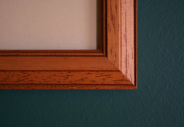 How to Dull the Shine of Glass Frames