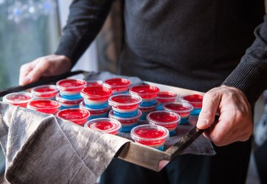 Layered Jello-O Shots Tutorial (Match Your NFL Team Colors!)