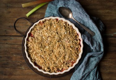 How to Make Rhubarb Crisp