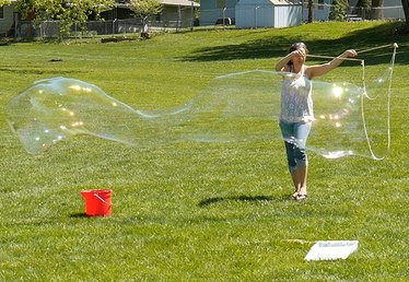 How to Make and use a Large Bubble Wand