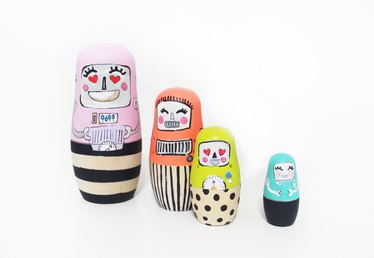 How to Paint Nesting Dolls