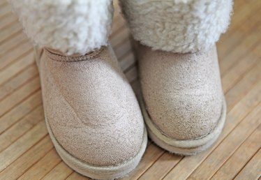 How to Get Rid of Smell Inside of Uggs