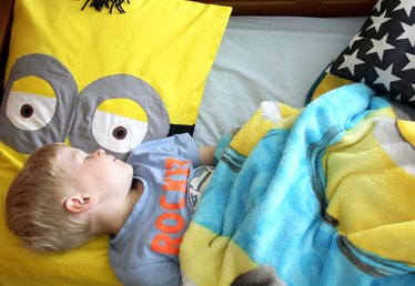 How to Make a Minion Pillowcase