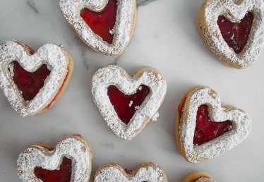 Homemade Raspberry Linzer Cookies Recipe