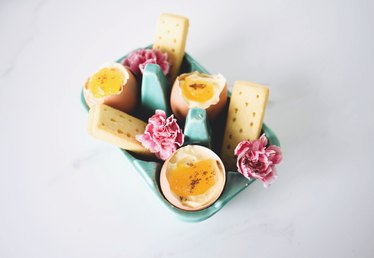 Sweet Recipe Idea: Mini Cheesecakes Served in Egg Shells