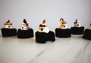 How to Make Brownies With Little Ghosts on Top