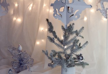 How to Make Decorations for a Winter Wonderland