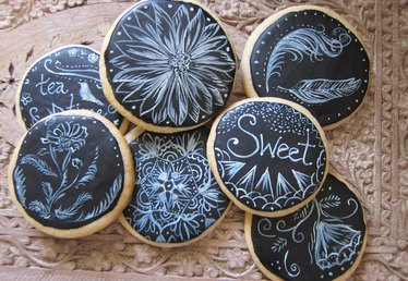 How to Make Chalkboard Cookies