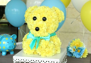 How to Make a Bear-Shaped Flower Arrangement