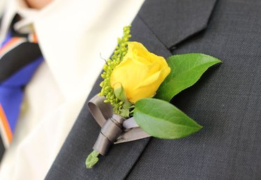 How to Make a Boutonniere for a Wedding or a Prom