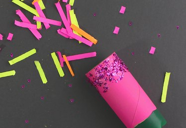 How to Make Party Poppers From Toilet Paper Tubes