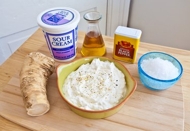 How to Make Homemade Horseradish Sauce