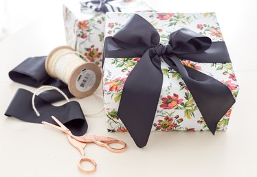 This Easy Ribbon Bow Tutorial is What All Your Presents Need