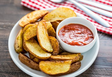 How to Fry Potato Wedges in a Pan