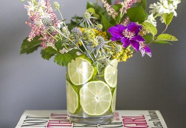 How to Make a Flower Arrangement With Sliced Limes