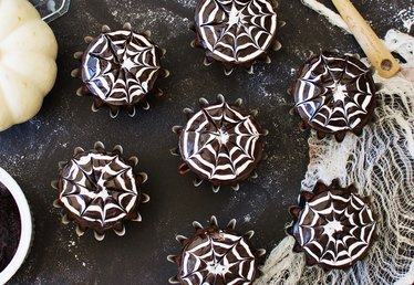 How to Make Spooky Spiderweb Cupcakes