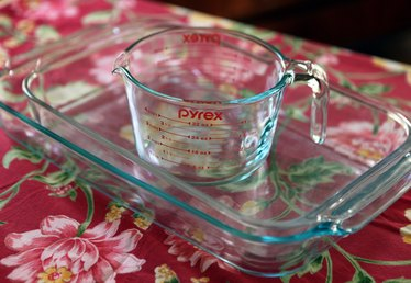 How to Clean Pyrex Dishes