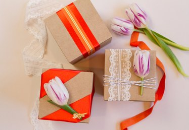 3 Charming Wedding Favor Wrapping Ideas for Spring