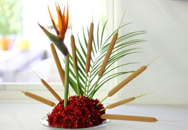 How to Make a Turkey Centerpiece from Flowers