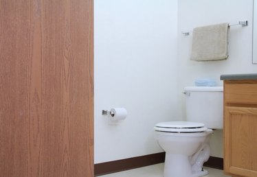 How to Remove Bathroom Odors