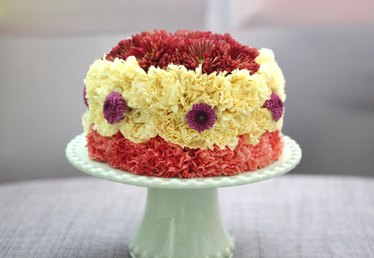 DIY Cake Made with Fresh Flowers for Beautiful Party Decor