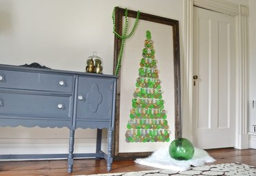 How to Make an Alternative Christmas Tree in an Oversized Frame