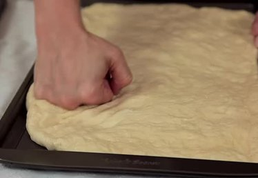 How to Stretch the Edges of Dough