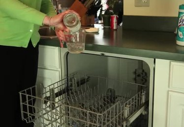 How to Clean a Dishwasher With Vinegar
