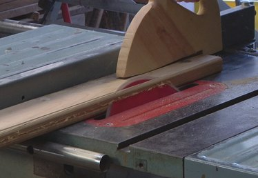 How to Angle a Cut With a Table Saw