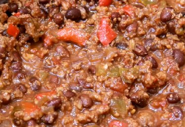 How to Make Vegetarian Chili in a Slow Cooker