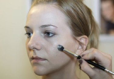 How to Do Makeup to Hide Sagging Jowls