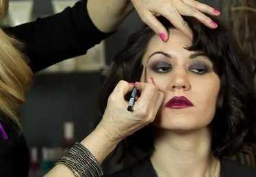 How to Do Flapper Hair & Makeup