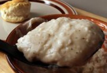 How to Make Homemade Beef Gravy With Drippings
