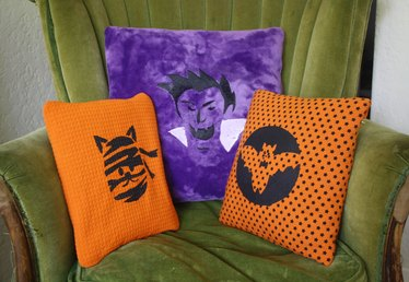 Halloween Decor: Painted Pillows
