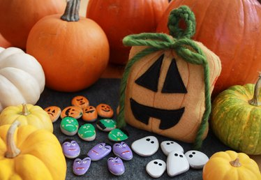 Make a Spooky Tic-Tac-Toe Game and Its Pumpkin Pouch
