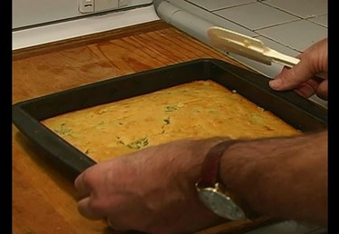 How to Cut Cornbread