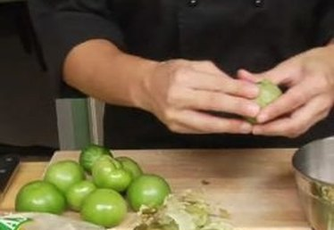 How to Remove Husks From Tomatillos for Pulled Chicken Enchiladas