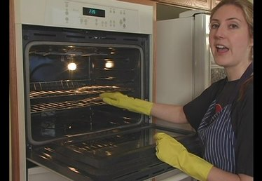 How to Use Self-Cleaning Ovens