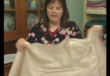 How to Fold a Queen Flat Bed Sheet
