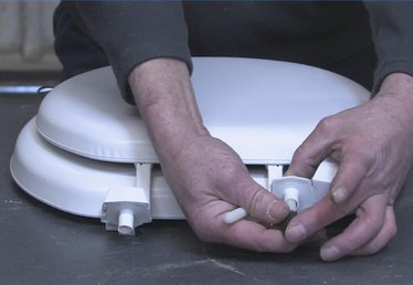 How to Remove Toilet Seats