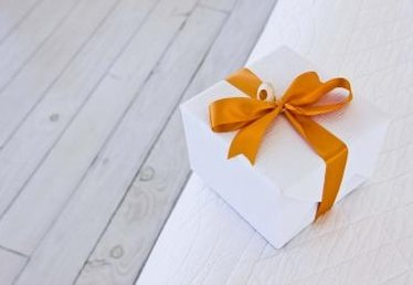 How to Make a Wedding Reception Gift Card Box