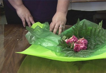 How to Wrap Flowers for a Gift