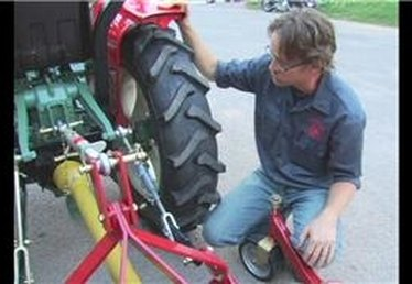 Hydraulic Lift on a Tractor: How It Works