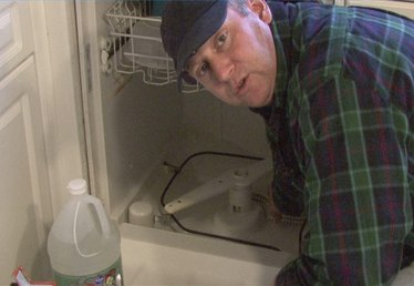 How to Fix a Dishwasher That Will Not Drain