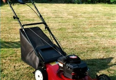 How to Make Patterns When Cutting Grass