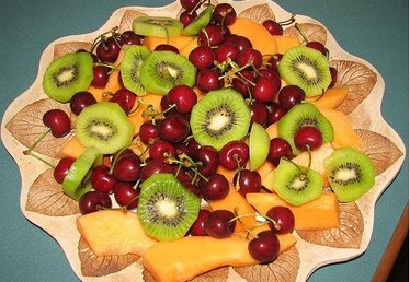 How to Make a Fruit Platter